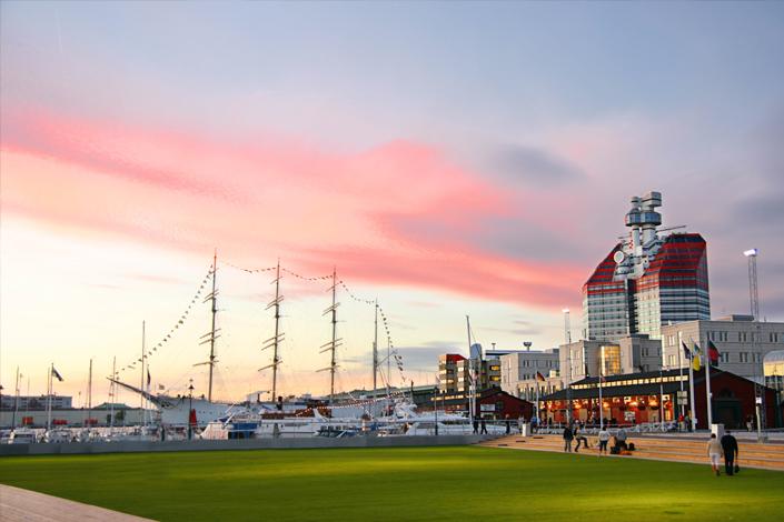 Göteborg - Ausblick auf den Hafen Lilla Bommen mit Segelschiff Viking
