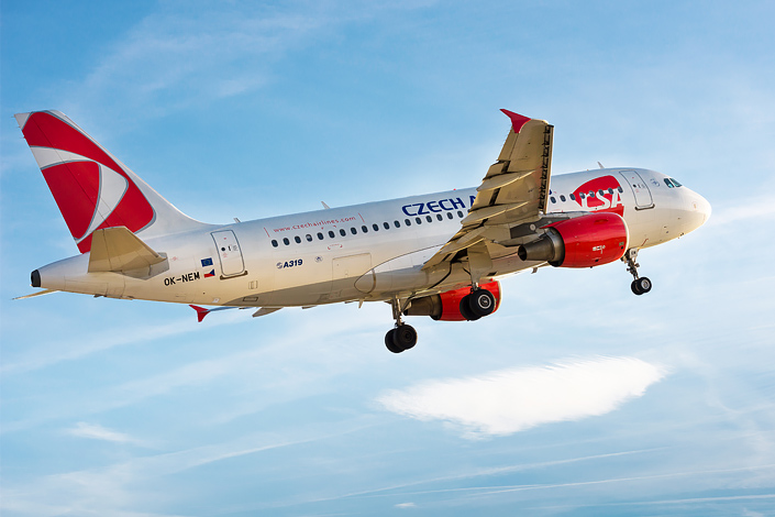 Самолет Czech Airlines Airbus A319 в полете