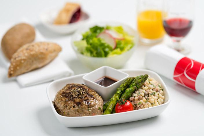 Menú Gourmet - menú de carne caliente servido en los vuelos de Czech Airlines