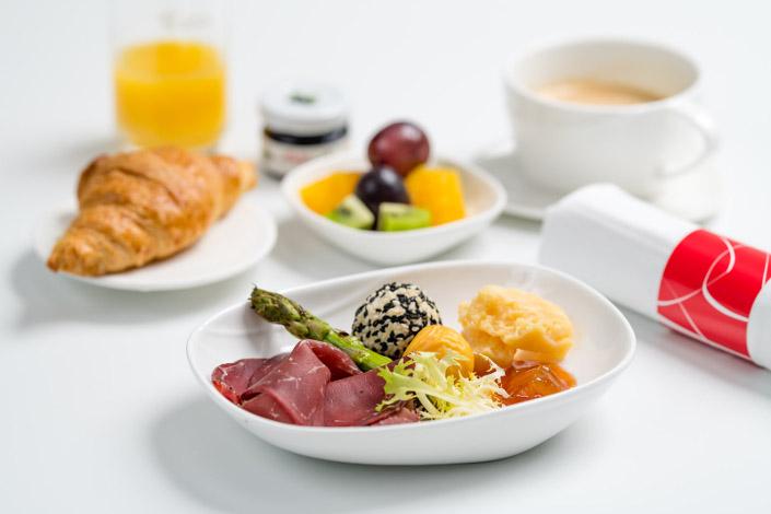 Gourmet menu - studená snídaně s hovězím masem servírovaná na palubě ČSA